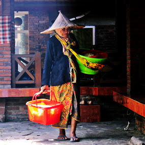 a grandmother salted fish seller by Hilmi Photowork - People Street & Candids (  )