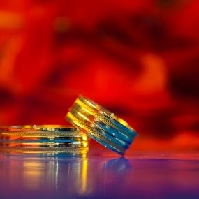 Chromatic wedding rings by MIHAI CHIPER - Wedding Details ( , #GARYFONGDRAMATICLIGHT, #WTFBOBDAVIS )