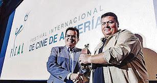 Kiko Medina, recogiendo hace cuatro años en Fical el premio Asfaan por su trayectoria profesional.
