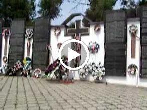 Video: Több ezer áldozat neve, tekepülésenként felsorolva