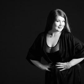 Janni by Simo Järvinen - Black & White Portraits & People ( studio, woman, person, lady, monochrome, model, black and white, female, portrait, people )