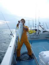 Photo: おおー!ヒラスゲット!・・・という事で、3航海連続!「お客さんより先に釣った船頭さん」 記録更新中! ・・・そろそろ、袋ダタキにされそうだなー。