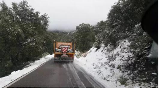 Tres carreteras almerienses, cortadas por la nieve y el hielo