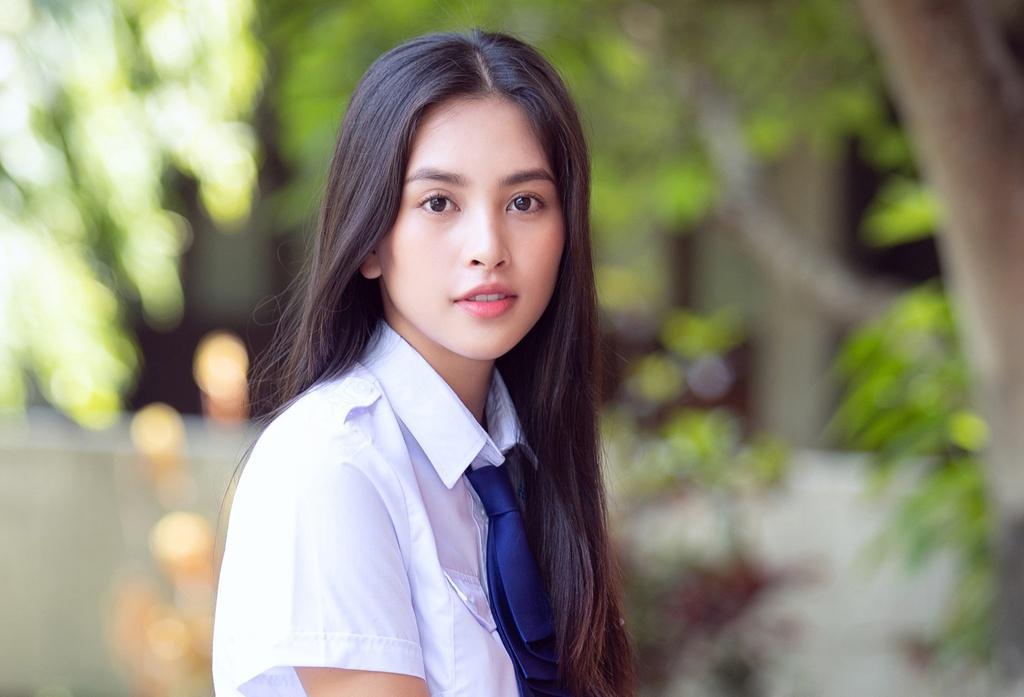 Hoa hậu Tiểu Vy gây sốt với hình ảnh nữ sinh   Giải trí   Thanh Niên