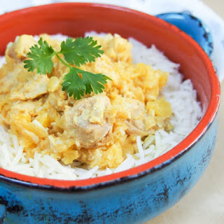 Slow cooker pineapple chicken curry #SundaySupper.