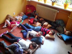 Photo: Oddych na vankúšikoch pri rozprávočke.