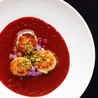 How to Make a Cherry Sauce for Scallops