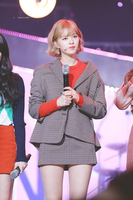 jeongyeon suit 25