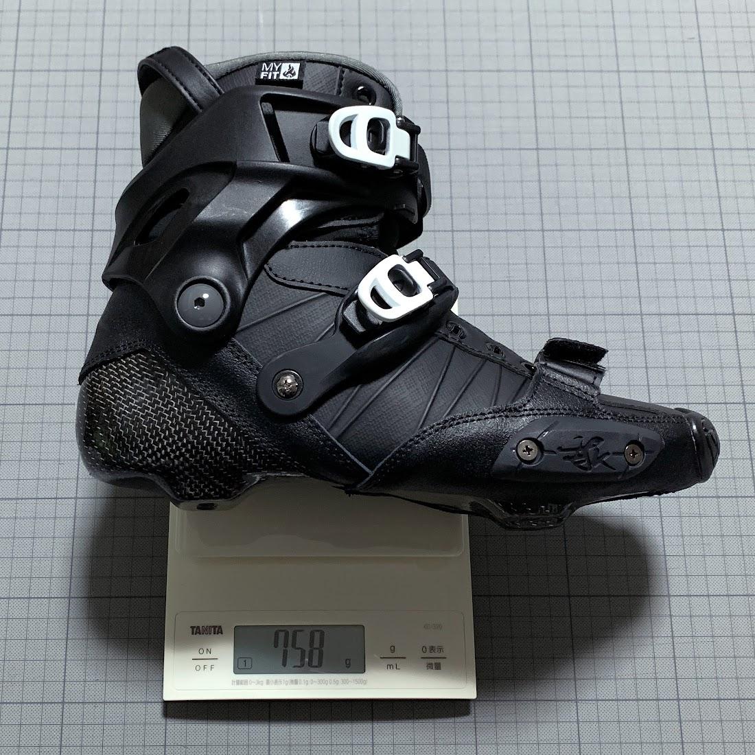 EU40のブーツのみ(シューレースとインソールを含まず)の片足分の重量:758g