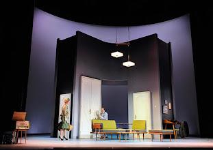 Photo: Wien/ Theater in der Josefstadt: DER GOCKEL von Georges Feydeau. Inszenierung: Josef E. Köpplinger. Premiere 19.11.2015. Pauline Knof, Dominic Oley. Copyright: Barbara Zeininger