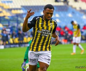 Loïs Openda opnieuw van goudwaarde voor Vitesse met openingsdoelpunt in de topper tegen AZ
