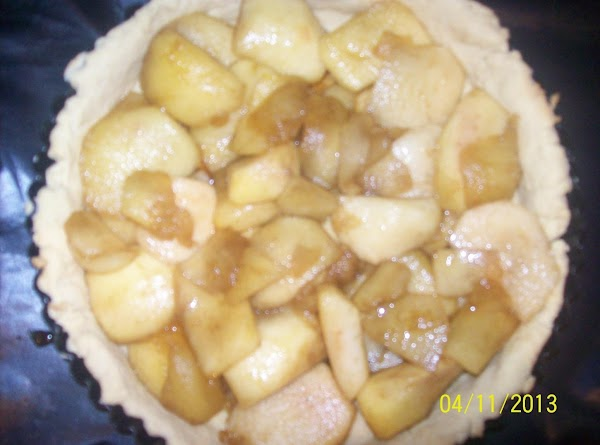 Place the cooked apples into the baked pastry shell.