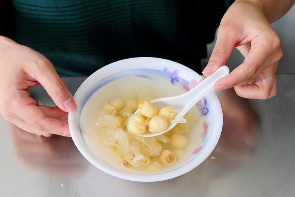 阿斗伯冷凍芋 中華夜市│中區:在地30年宵夜也吃得到的隱藏版甜湯 來碗冷凍芋加烤吐司古早味的滿足感 還有木耳蓮子湯也好喝!