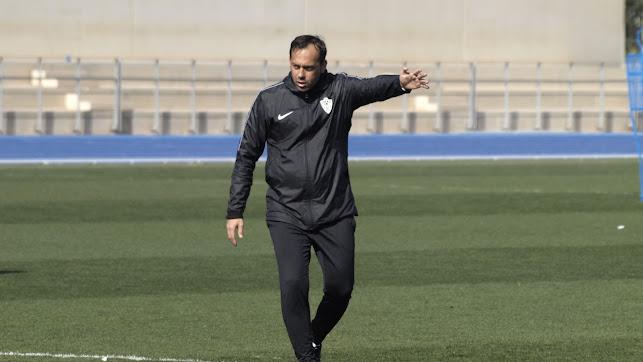 Fran Fernández dirigiendo un entrenamiento.