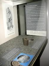 Photo: Herstellung von Münzen [http://www.landschaftsmuseum.de/Seiten/Aktuell/Schroetling_Muenze.htm]
