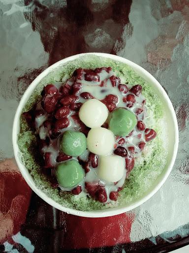 抹茶紅豆冰~~~~💓💓💓 吃了甜而不膩!😘😘😘 湯圓好讚好好吃~~~😍😍😍