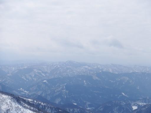 百里ヶ岳(中央)など