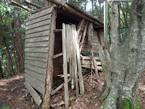 崩壊寸前のトイレ