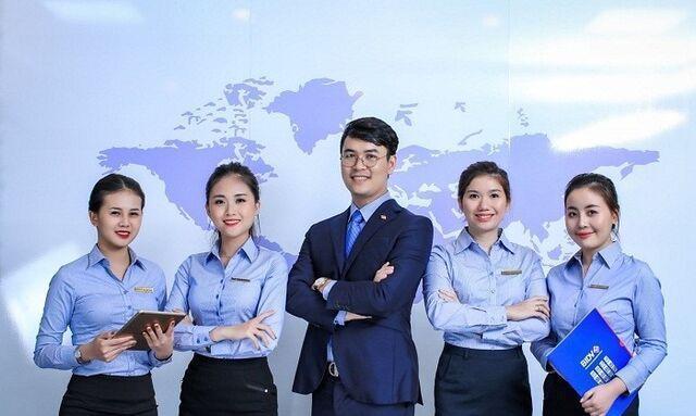 Màu sắc đồng phục gắn liền với bộ nhận diện thương hiệu công ty