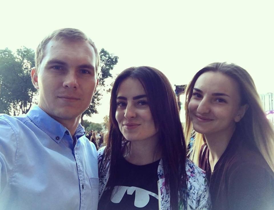 Фото: Александр Евтеев, его жена Оксана и ее сестра Диана. Александр и Диана погибли