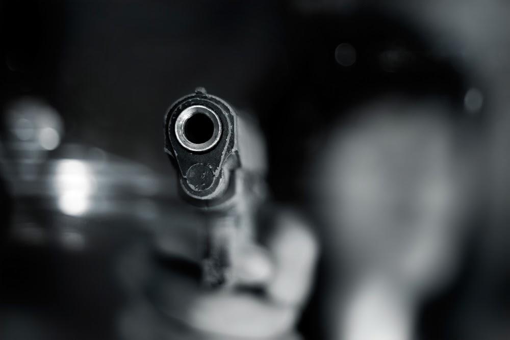 Beamptes gebind, wapens gesteel in 'klopjag' op polisiestasie - TimesLIVE