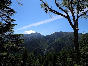 中岳(右)と左に悪沢岳