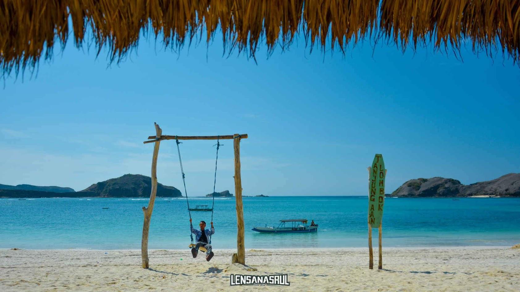 spot andalan di pantai tanjung aan lombok