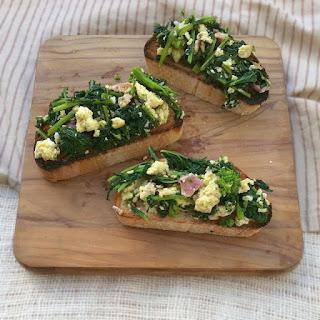 Broccoli Rabe, Bacon and Eggs Bruschetta – TeaspoonofSpice.com