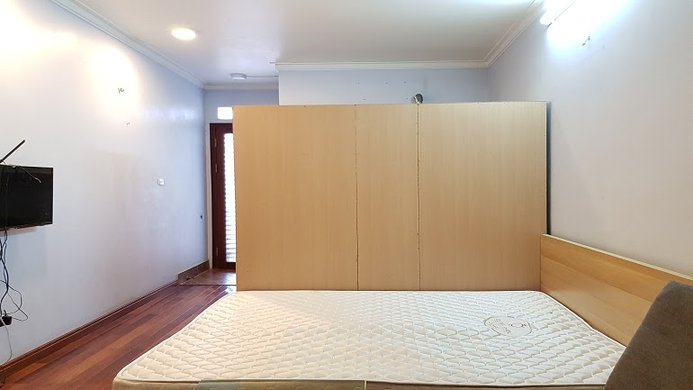 Lovely studio apartment with balcony in Dien Bien Phu street, Ba Dinh district for rent