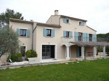villa à Eygalières (13)