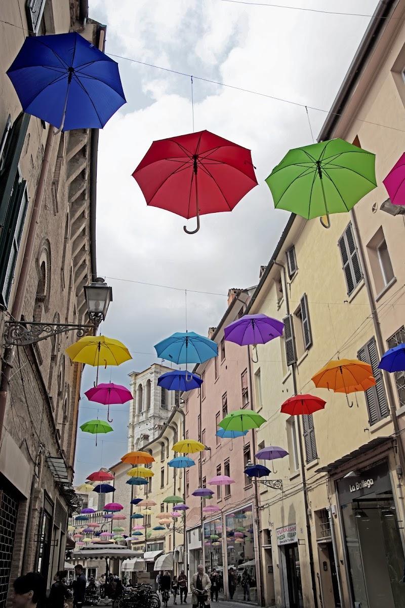 Ombrelli colorati nel cielo di Patrix