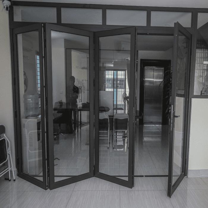 Mẫu cửa xếp hiện đại phù hợp với nhiều không gian
