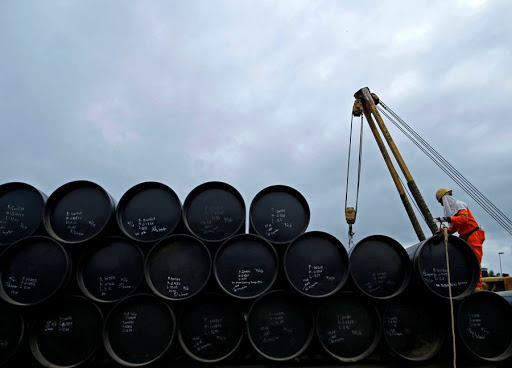 Oil climbs amid tension in the Middle East