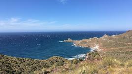 El Faro de Cabo de Gata. al fondo, desde dode parte la primera georruta, prevista para éste sábado