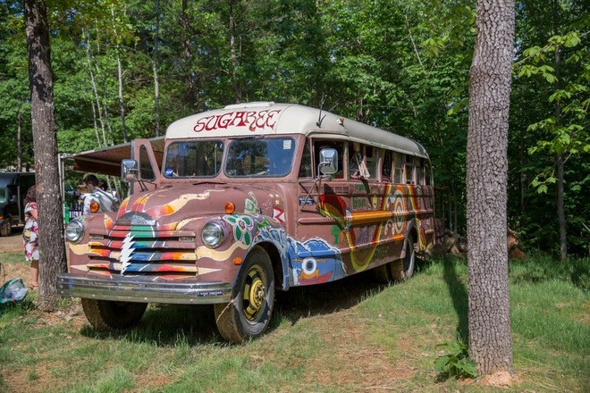Shake it with Sugaree~ 1948 Chevy painted bus Hire TN 37820
