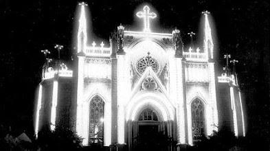 Photo: Catedral de São Pedro de Alcântara sem a torre, iluminada para as comemorações do Centenário de Nascimento de D. Pedro II, em 1925