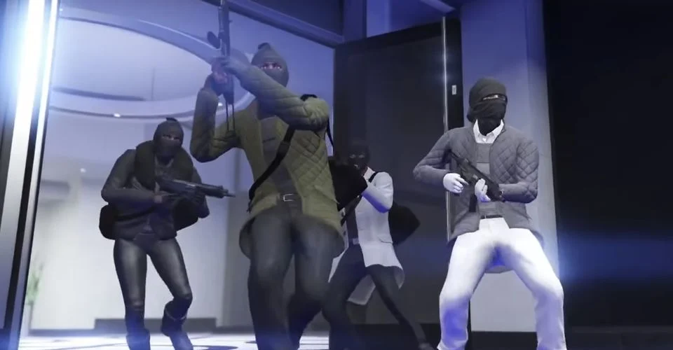 4 maskierte Männer mit Waffen bei einem Casino Heist