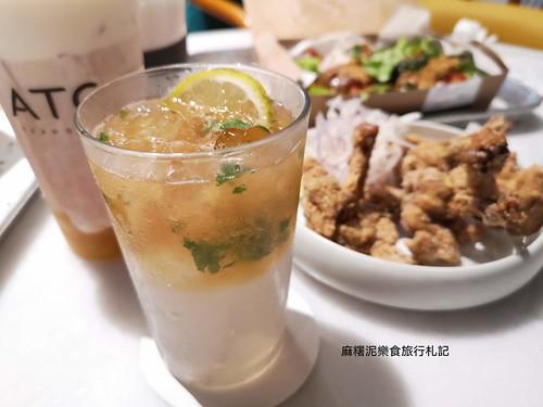 不限時、多種風格坐位,主打水果奶蓋茶、茶咖啡、茶酒、各種輕食跟中式漢堡 ATC茶飲俱樂部 台中餐廳