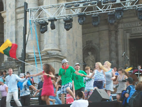 Photo: Młodzi Litwini prezentują swój tradycyjny taniec.