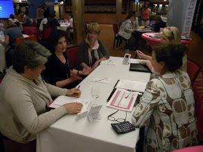 Photo: Team B_Op gesprek bij Perfect Assistants