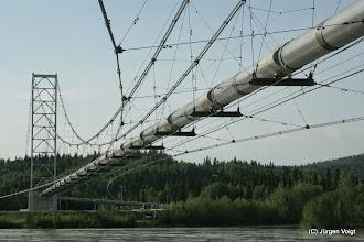 Photo: Die Trans-Alaska-Pipeline ist eine Erdölleitung in Alaska/USA. Sie verläuft 1287 km von der Prudhoe Bay im Norden zum eisfreien Hafen Valdez am Prince William Sound im Süden