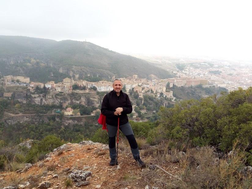 Raúl Cardo con Cuenca al fondo