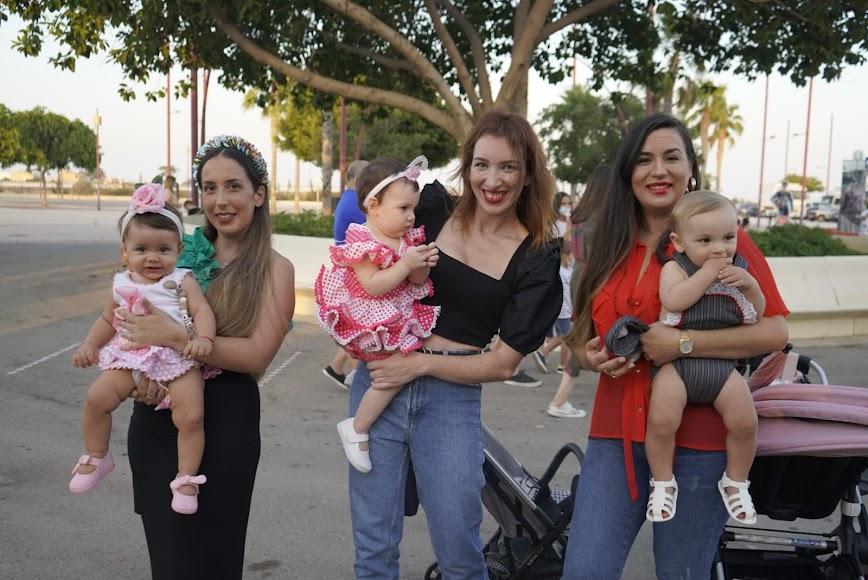 Carmen Mari, Rocío y Carmen Mari aprovecharon el último día de feria con sus hijos: Mía, Martina y Marco