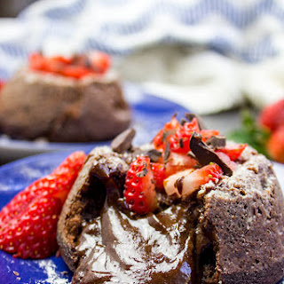 Chocolate Molten Lava Cakes (5 Ingredients, 1 Bowl!)