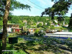 Photo: Péniche amarrée à Samois sur Seine - E-guide balade circuit à vélo sur les Bords de Seine à Bois le Roi par veloiledefrance.com.