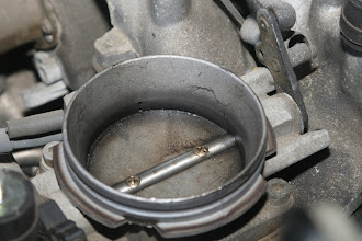 Photo: 1990 Benz 300E2.6 throttle body closeup (grimy!)