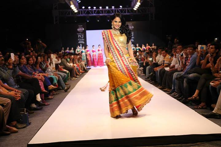 Veena Malik ramp walk, Veena Malik hot photos