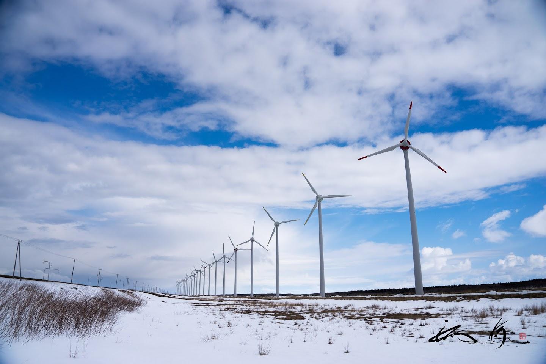 立ち並ぶ巨大な風車群