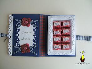 """Photo: intérieur de la carte livre et ses chocolats """"Mon chéri"""""""