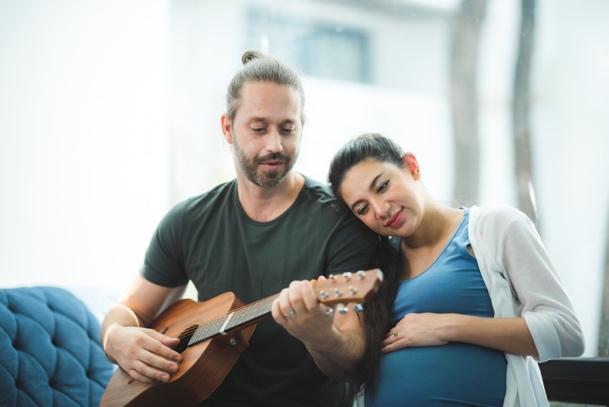 寶寶能辨識到新手爸爸所準備的歌曲